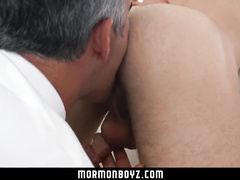 Mature hunk tastily licks young gay's asshole before fucking him